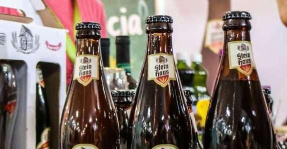 Uma cerveja orgânica gelada: Steinhaus